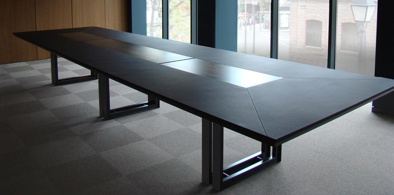 Table de r union grande dimension ubia mobilier bureau 06 for Dimension table bureau
