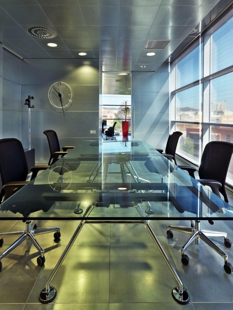 Salle de réunion Table de reunion verre NOMOS (9)