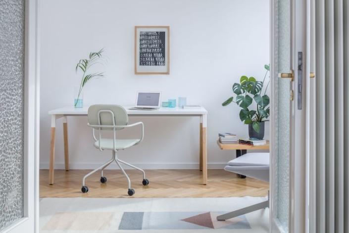 Bureaux melaminés pieds bois - Ubia mobilier bureau OGI (3)